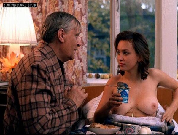 eroticheskie-foto-kati-iz-filma-proklyatiy-ray