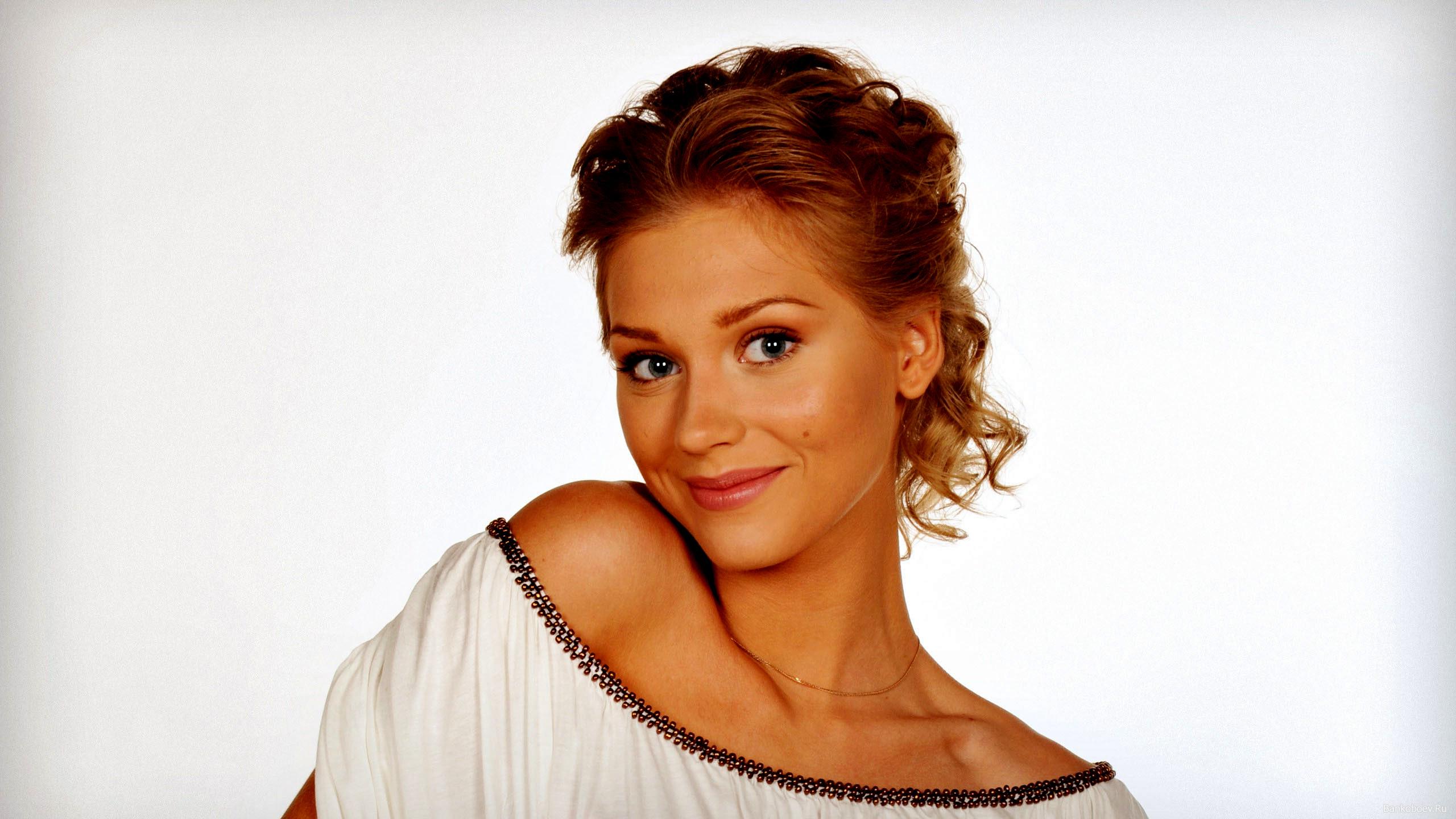 Знаменитости фото русские девушки с телесериалов